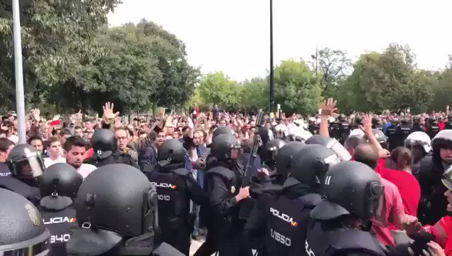 Riot police are now 'keeping order' by assaulting firefighters https://t.co/ZNxXXCxh0S