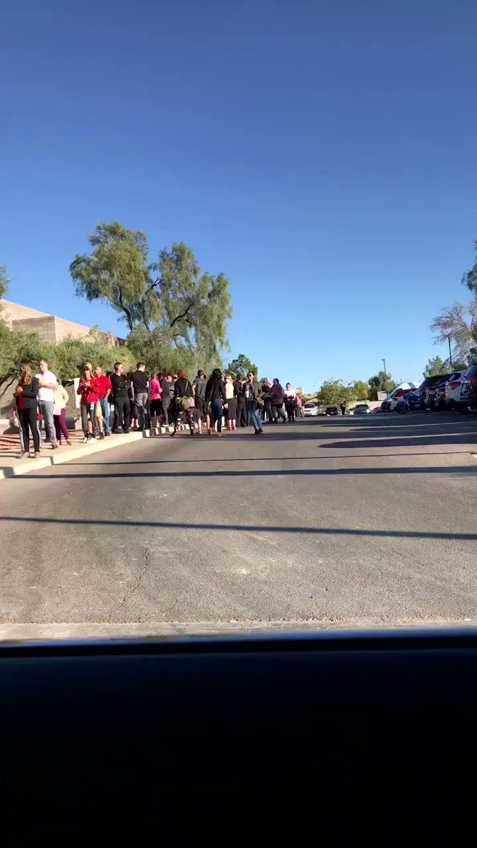 Just arrived at united blood services.  Look at this beautiful 3 hr line.  This is how Vegas comes together! https://t.co/cjDkwBtS3N
