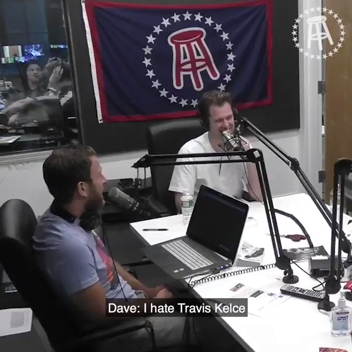 Travis Kelce is the biggest try-hard wanna-be-Gronk @stoolpresidente has ever seen https://t.co/ZlPBacWhrW