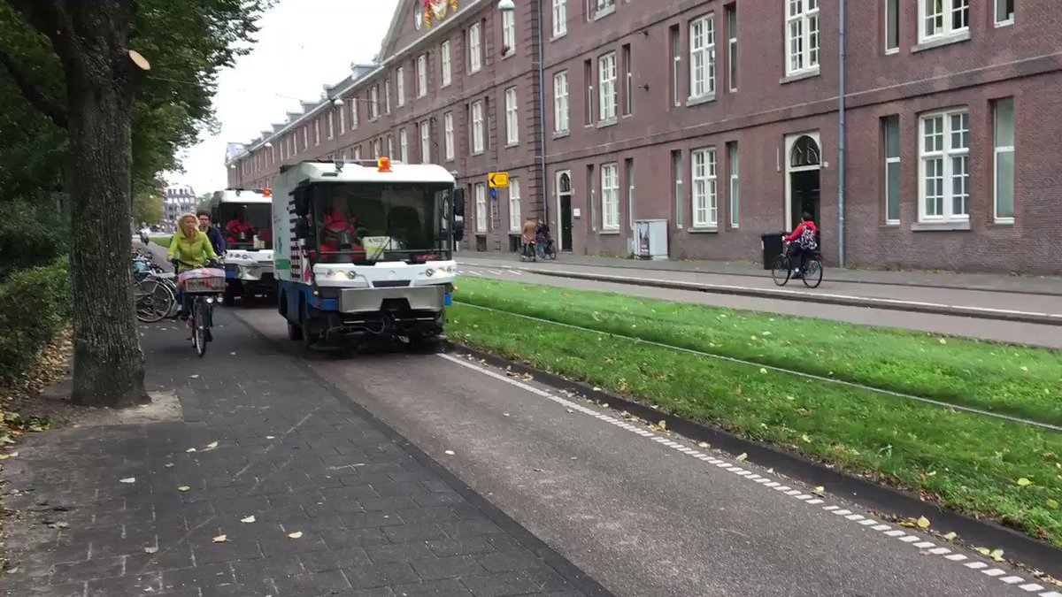 #Amsterdam takes bikeway cleanliness very seriously. https://t.co/lsKA5jyhF3