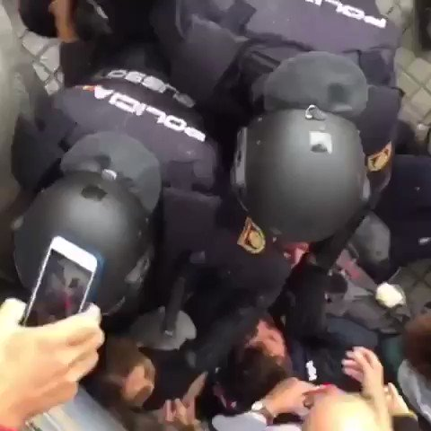 How Spanish police treat women: Suffocat...