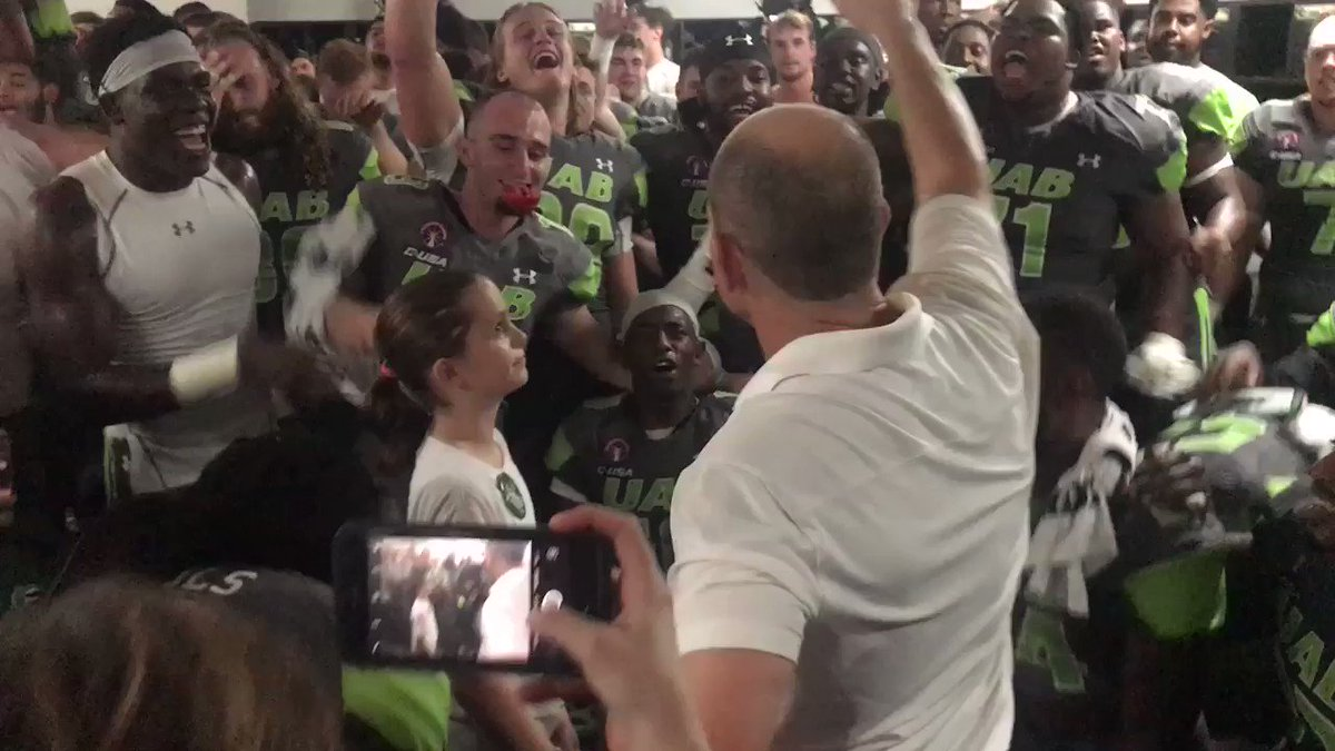 WHAT A MOMENT!!!! @UAB_FB celebrates with a @ChildrensHarbor patient after the big win!! #BlazersUnited https://t.co/kby8KbZm1m