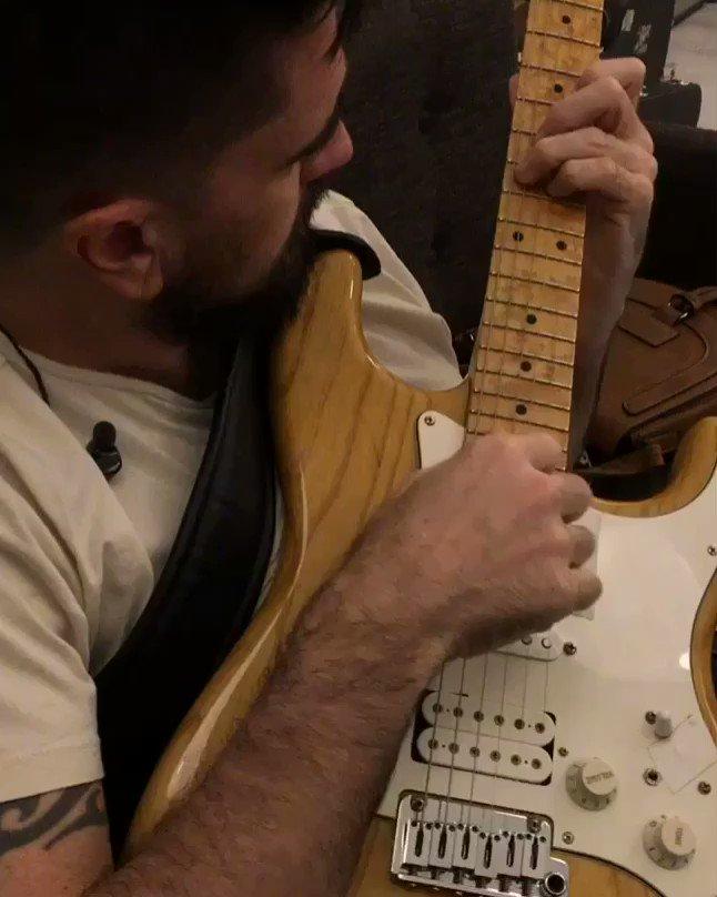 Con una guitarra en las manos siempre ht...