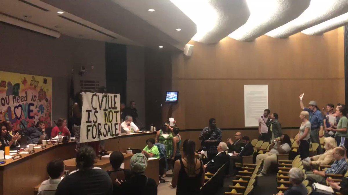 HAPPENING NOW: protestors shouting at #c...