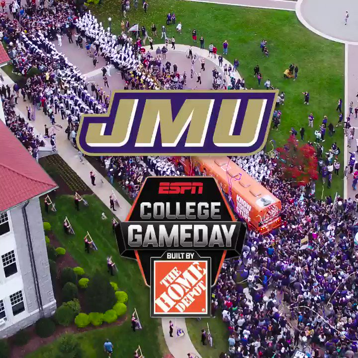 The bus stop was crowded. @CollegeGameDay #GoDukes https://t.co/3N0BZfLsPI