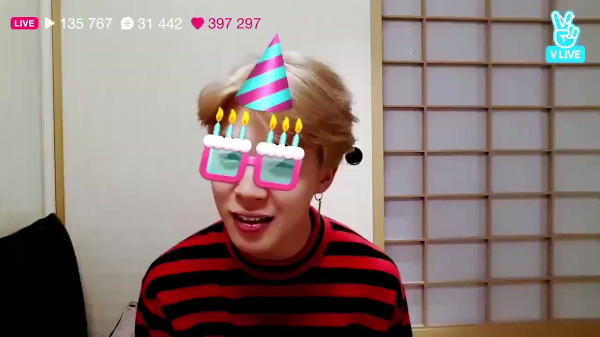 jimin is the cutest birthday boy ever :(...