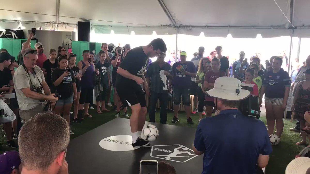 Ball skillz. 👌  #NWSLChampionship https:...