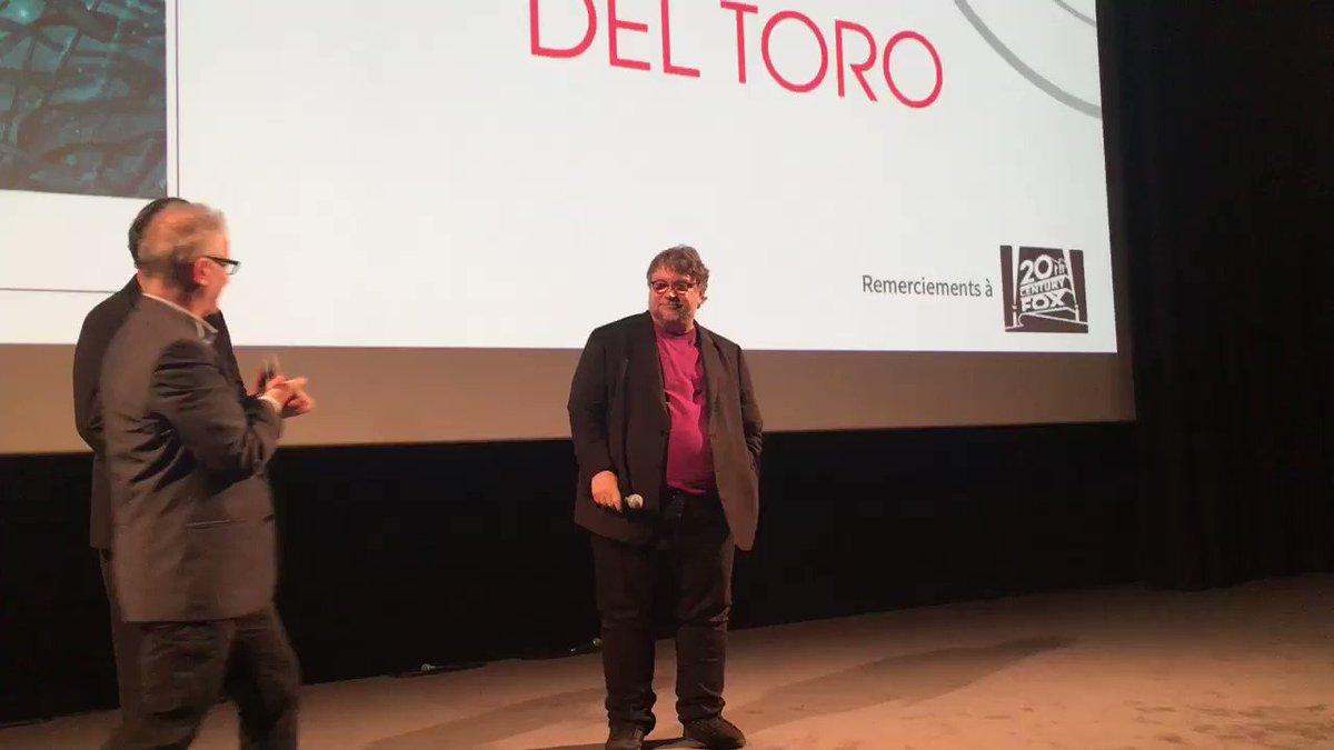 Guillermo Del Toro ému aux larmes à la fin de la projection de #TheShapeofWater. Public ultra enthousiaste. #Lumière2017  - FestivalFocus