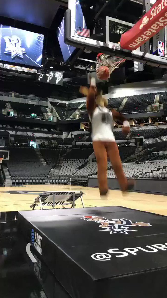 Ready fur tomorrow! #GoSpursGo https://t.co/vvFj9kPD1i
