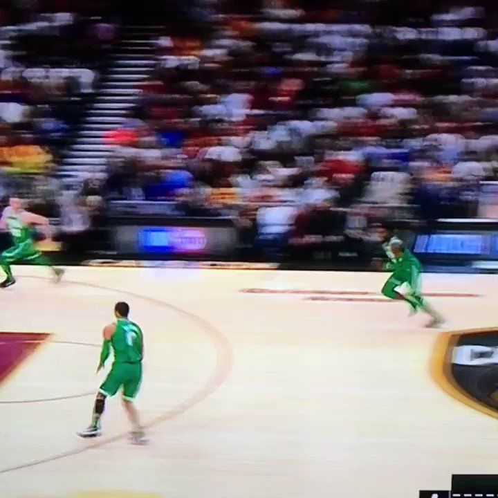 Jaylen Brown with the bounce!!!! https://t.co/s7mvQYPJVt