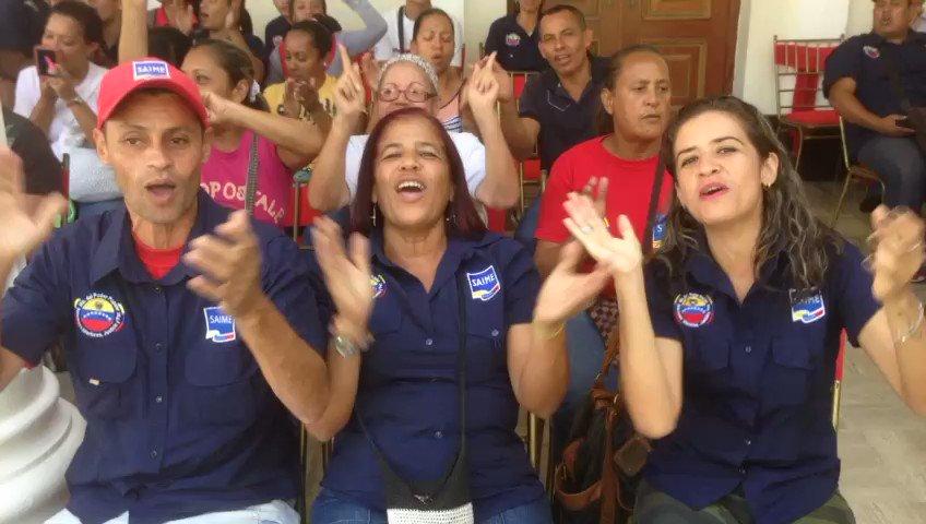 #ENVIDEO | Pueblo venezolano esperan a los 18 gobernadores chavistas p...