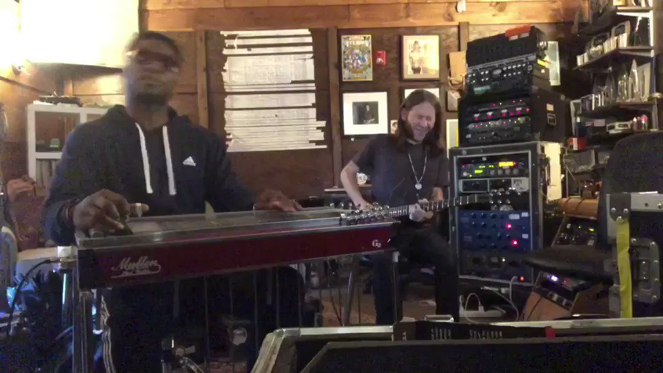Me and @cwjstarr @blackberrysmoke with a lil rock n roll in the studio https://t.co/VV37ohYsI4