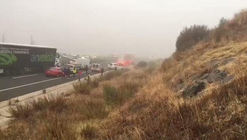 Se mantiene el balance del accidente: 1 fallecido, 2 heridos graves y varios leves. Imágenes de la actuación de los servicios de emergencia. https://t.co/RVbeFei5bf