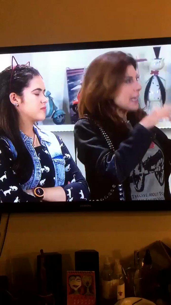 Direto da minha TV! @CarinhadeAnjo #CarinhaDeAnjo239 https://t.co/KfqK...