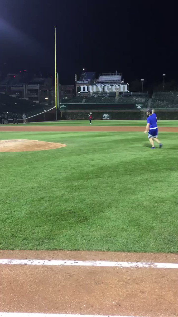 How does Clayton Kershaw celebrate the NLCS?  Playing with his kids on the field after the game. #Dodgers https://t.co/TxOuT7QP8L