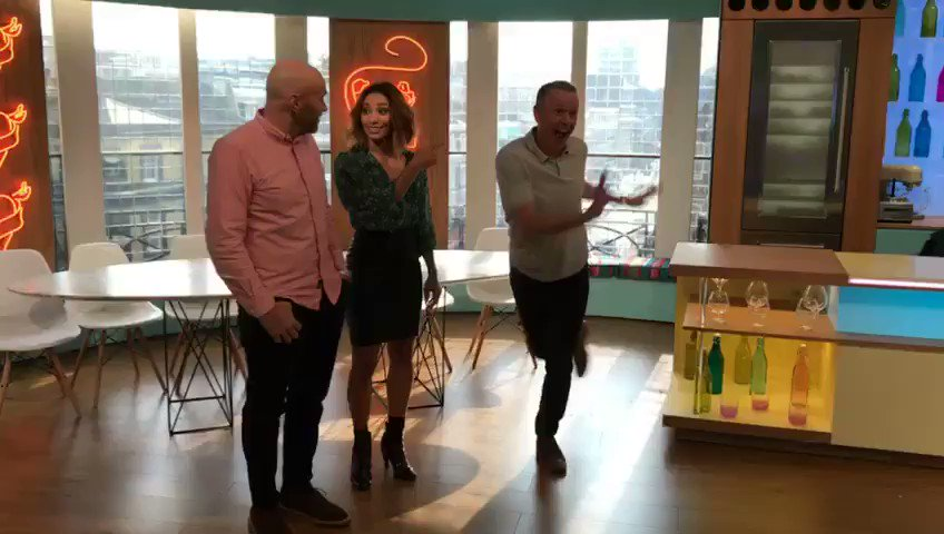 This is how excited I am about @simonrim & @karen_hauer Charleston tonight. They're going to be ace 🕺  #Strictly https://t.co/dR8I1bqUCp