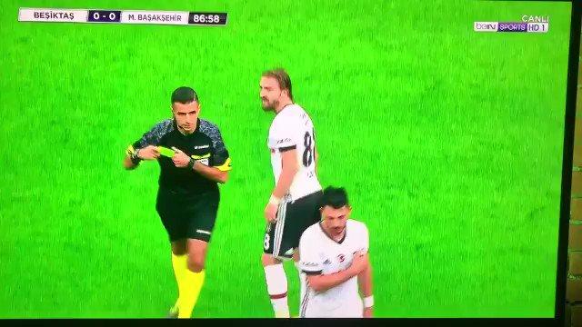 Beşiktaşlı Caner Erkin'in hakeme ettiği küfürler.... https://t.co/08Xh...