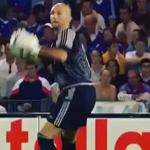 Zizou with one of the greatest first touches of all time!