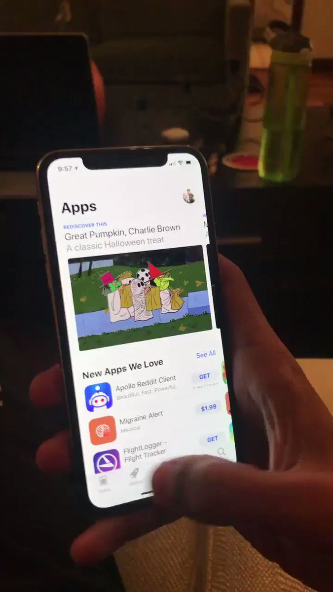App switching on iPhone X looks pretty smooth. (via https://t.co/mXpNJhOwzw) https://t.co/Lf9X3twx58