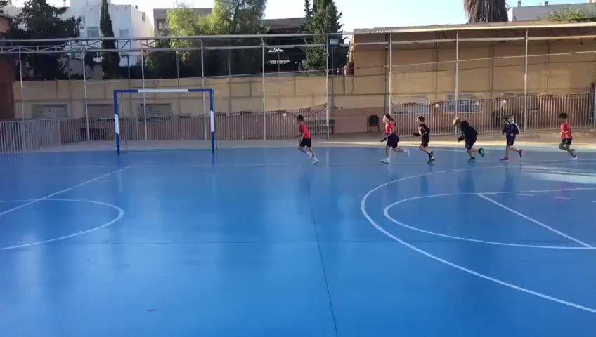 Mientras los alumnos de 2º de Ed. Primaria hacían un poco de running en la clase de Educación Física con Nati. https://t.co/zSdNygqWu0