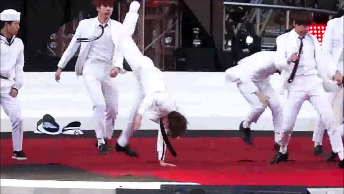 Jungkook boosting Jimin's strength kink....