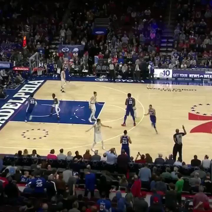 That's a grown man dunk �� https://t.co/BfBmLAM9ur