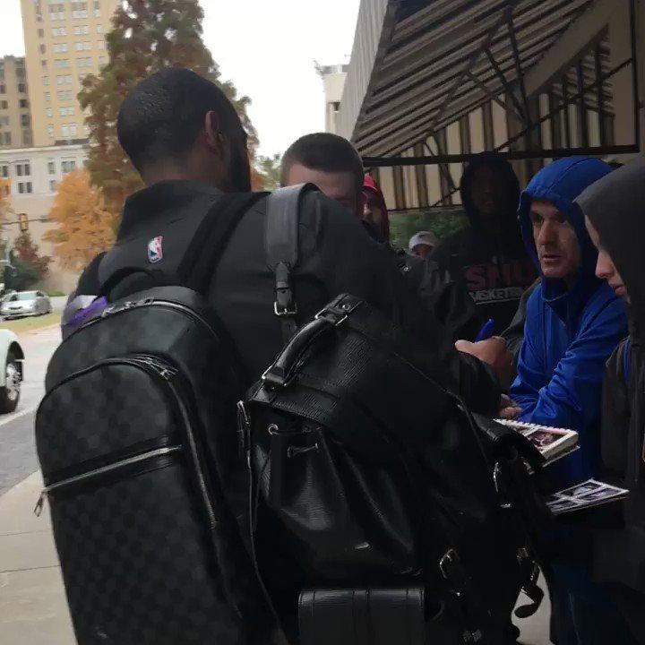 .@Dev34Harris signs for fans before boarding the bus! #DALatOKC https://t.co/UPF9aDZHH9