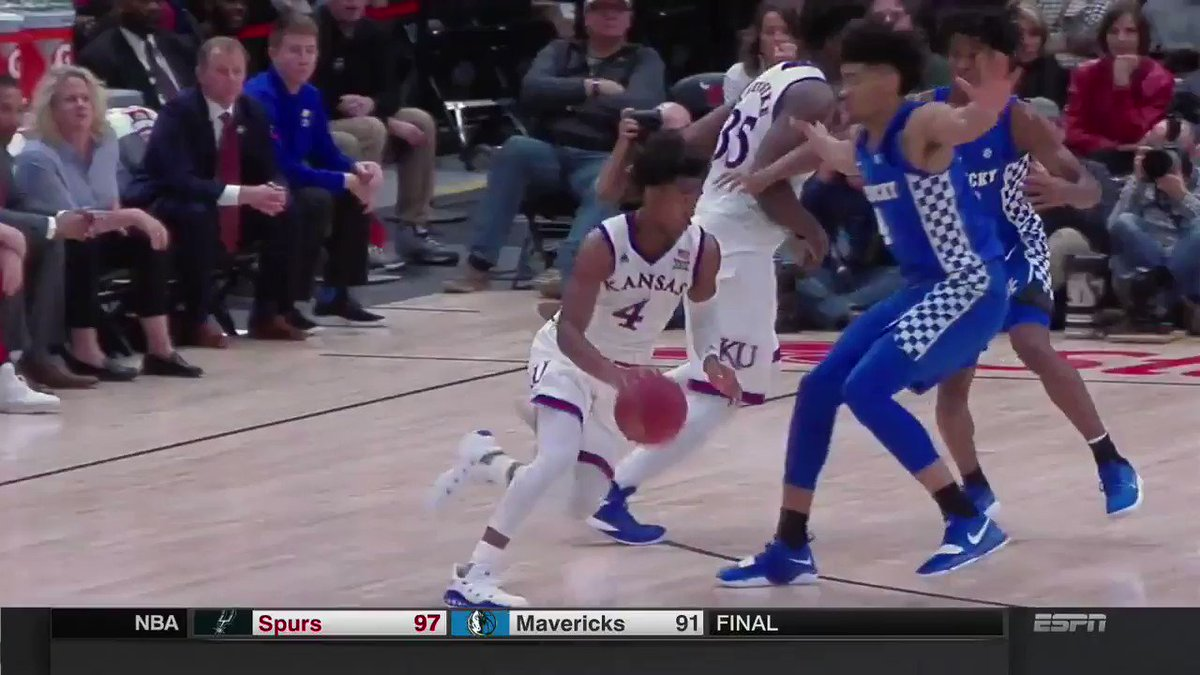 This lob from Graham to Azubuike 👀 https...