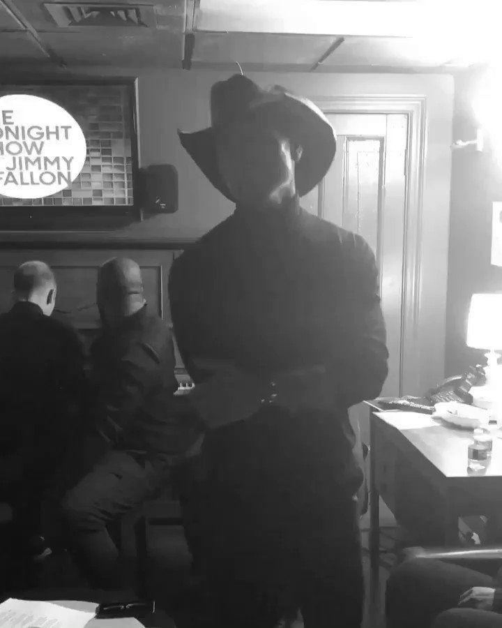 RT @TheTimMcGraw: Backstage at @FallonTonight   Ode to @blakeshelton Congrats on @people's Sexiest Man Alive! https://t.co/vNvoM9Way9