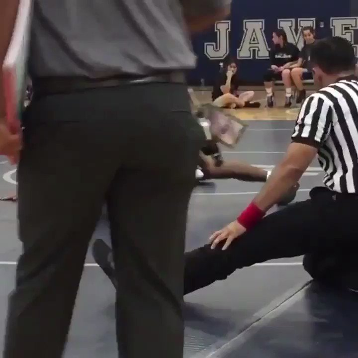 RT @barstoolsports: This ref is at least 99% electric eel 1% human being https://t.co/YULTbrf3E9