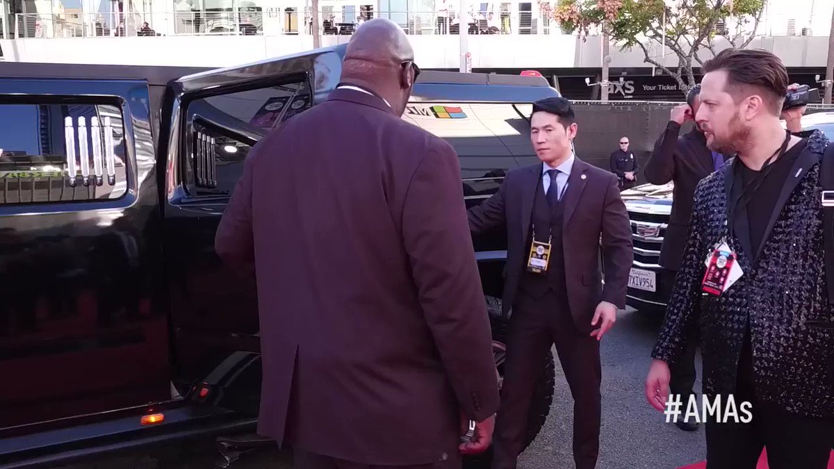 That @BTS_twt arrival though. 💯 #BTSxAMA...