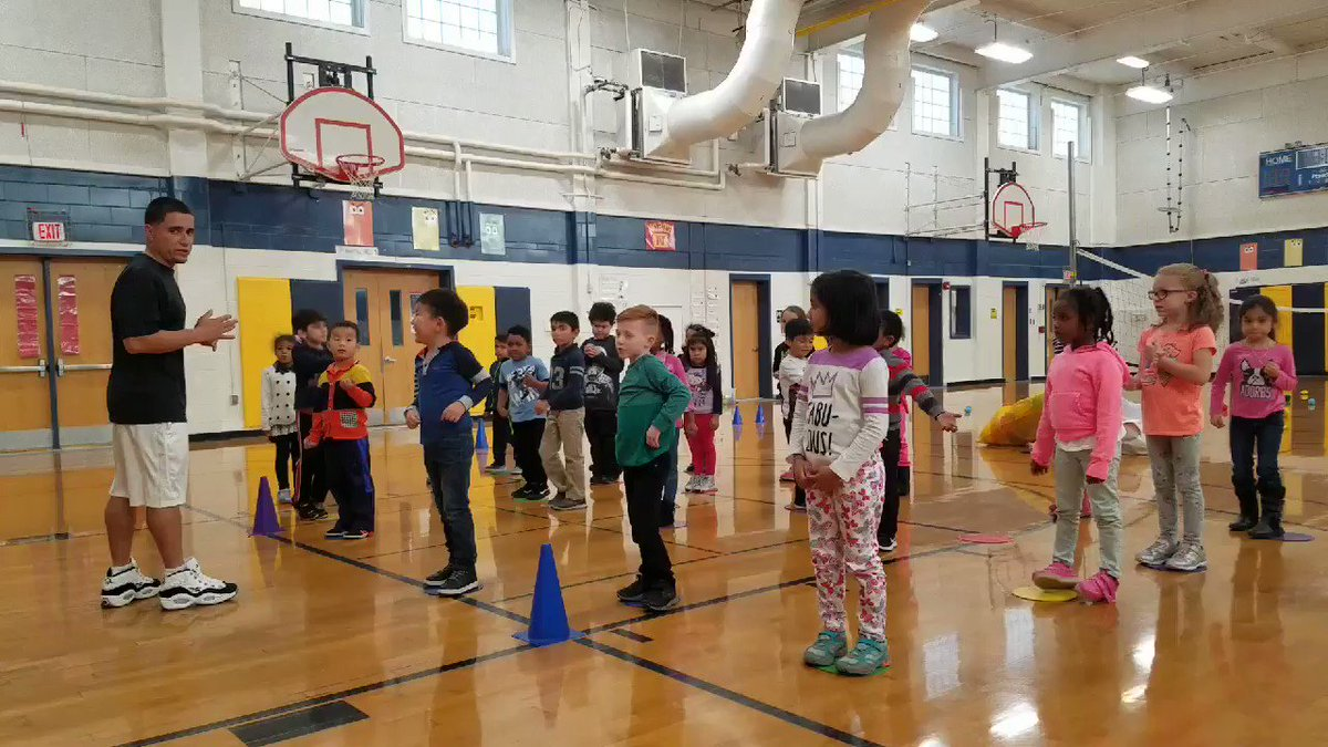 Ms. Williams' Kindergarten class showing their fast hands in the <a target='_blank' href='http://search.twitter.com/search?q=shoeshinechallenge'><a target='_blank' href='https://twitter.com/hashtag/shoeshinechallenge?src=hash'>#shoeshinechallenge</a></a> <a target='_blank' href='http://twitter.com/HFBAllStars'>@HFBAllStars</a> <a target='_blank' href='http://twitter.com/DannySwift'>@DannySwift</a> What do you think champ? <a target='_blank' href='https://t.co/AuBejg2Owt'>https://t.co/AuBejg2Owt</a>