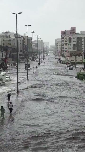 غرق شوارع #جدة، مشهد متكرر مع كل حالة مط...