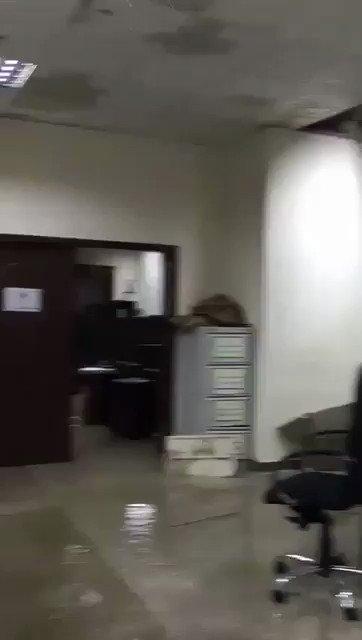 غرق مبنى المحكمة الجزائية اللي كانت تحقق...