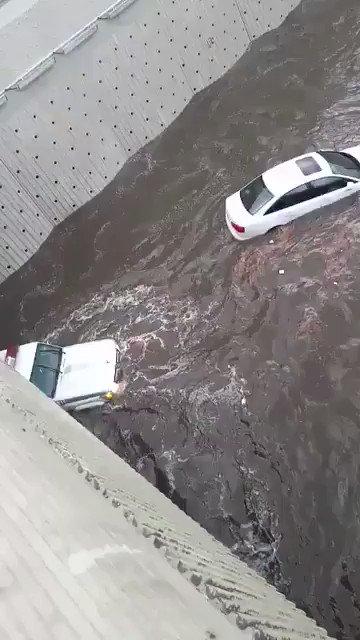 رجل أمن ينقذ مواطن غرقت مركبته في أمطار...