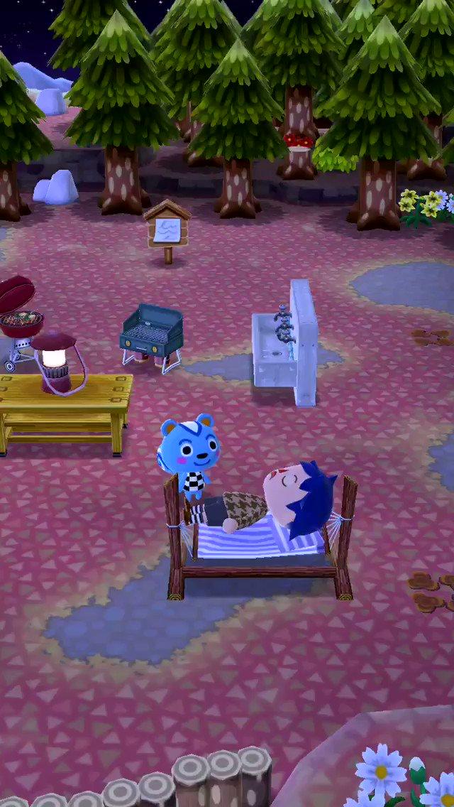 ほくそ笑むように寄り添う青いケダモノのせいでハンモックから降りられなくなったキャンプ場主の憂鬱(マジで降りれない)。