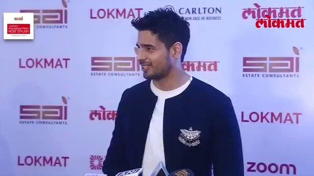 RT @SidMUniverse: (Video) @S1dharthM at Lokmat #MaharashtrasMostStylish Awards https://t.co/IoxPg626C8