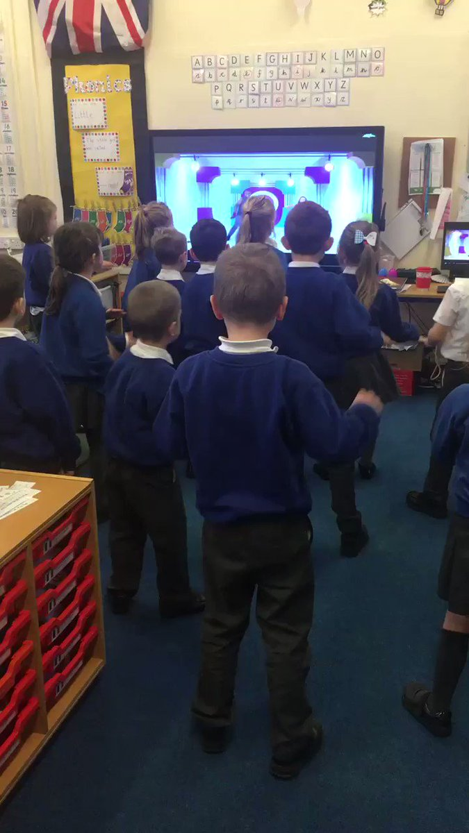 Year 1 warming themselves up ready for a full day of learning with the help of @GoNoodle! #GettingReady #exercise