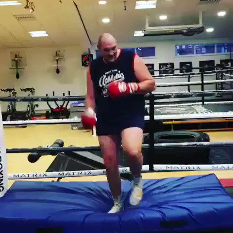 BRILLIANT: @Tyson_Fury training hard ahead of his Boxing comeback. 😂🥊👏 https://t.co/i0vWV2hoG1
