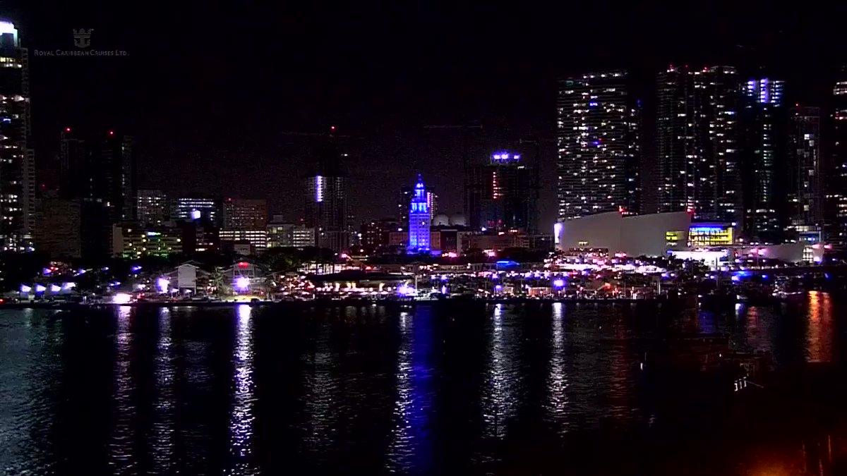 EN VIDEO | Imágenes del Downtown de Miami en la víspera del Día de Acción de Gracias en EE.UU. #22Nov https://t.co/cSk0gdkufF