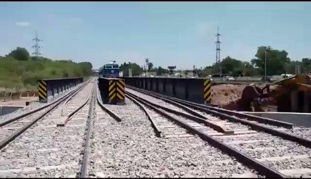 Mirá como pasa normalmente el tren en Luján. Fiumm fiumm. https://t.co/AaEr2Izxvs