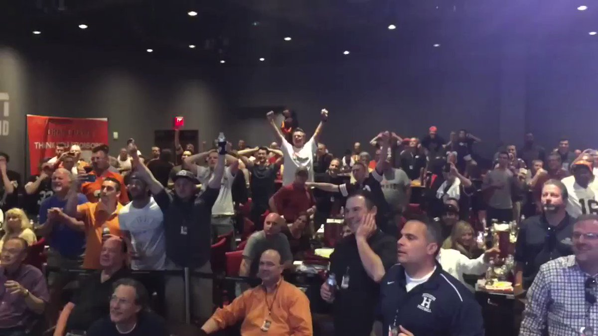 RT @OldTakesExposed: #TBT #Browns draft party when they drafted Johnny Manziel (2014) https://t.co/nSg4R15x4T