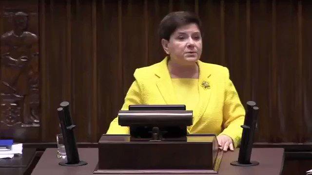 Dymisja @BeataSzydlo w dniu #WotumNieufności❗ Jednak PiS przyznało rację @SchetynadlaPO 😉 #rekonstrukcjarzadu https://t.co/Pap9oqFhnj
