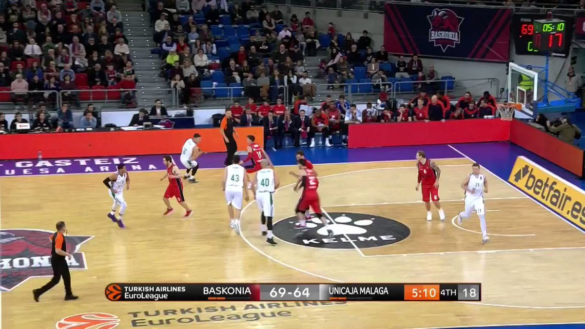 Voigtmann ignites the @Baskonia crowd with a two-handed dunk! #7DAYSMagicMoment