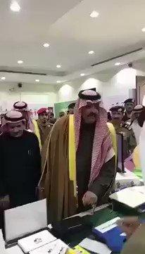 بالفيديو.. معلم كفيف يباغت أمير حائل: 'أ...