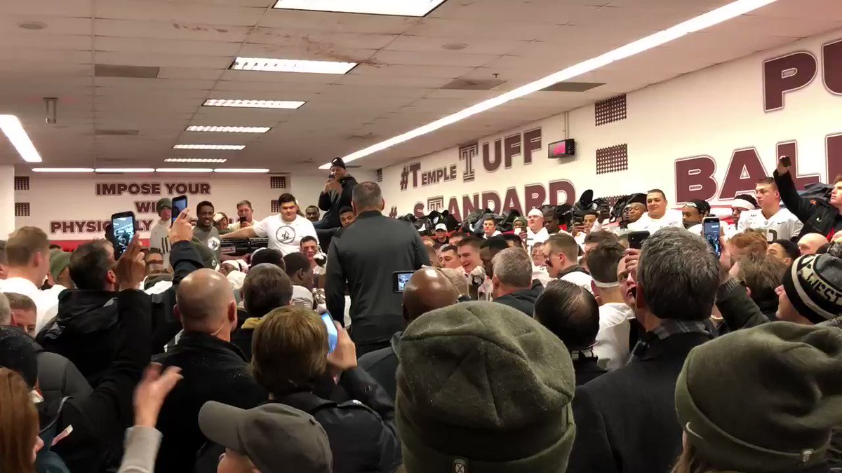 Love this song and this TEAM @ArmyWP_Football #soproud #GoArmy #BEATNAVY @BooCorrigan @CoachJeffMonken #signsecond https://t.co/c8HQCksAcE