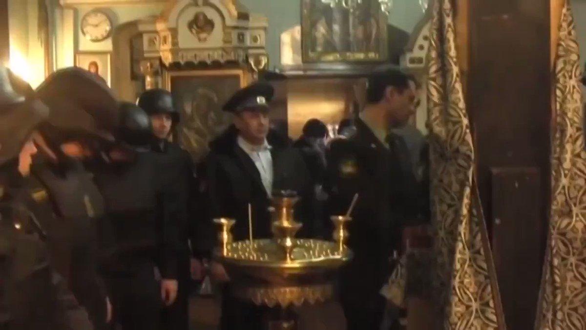 В Суздале. Одна церковь отсудила мощи у другой. Изъятия судебными приставами костей.