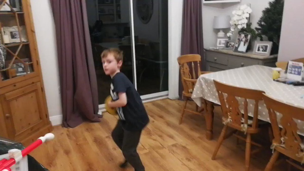My 6 Year old son Rowan thinks your the best at football. What do you think of these skillz 😎 https://t.co/HcxTWJesce