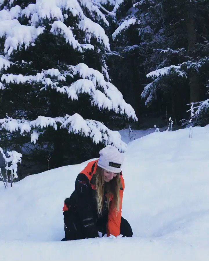 Heather Moyse  - 🎼 Walking i twitter @HeatherMoyse austria,bigkid,nevertooold,snowfall,winterwonderland