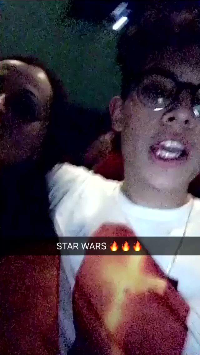 🎥| Brandon assistindo 'Star Wars' no cin...